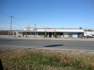 exterior of Stoplight Market Greenhouse in Butler, MO